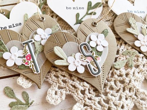 Heather-nichols-heart-leaf-posy-pocket-2-the-greetery